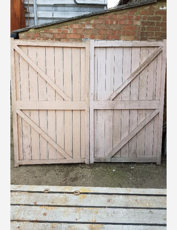 2044 - A pair of framed brace and ledge hardwood gates