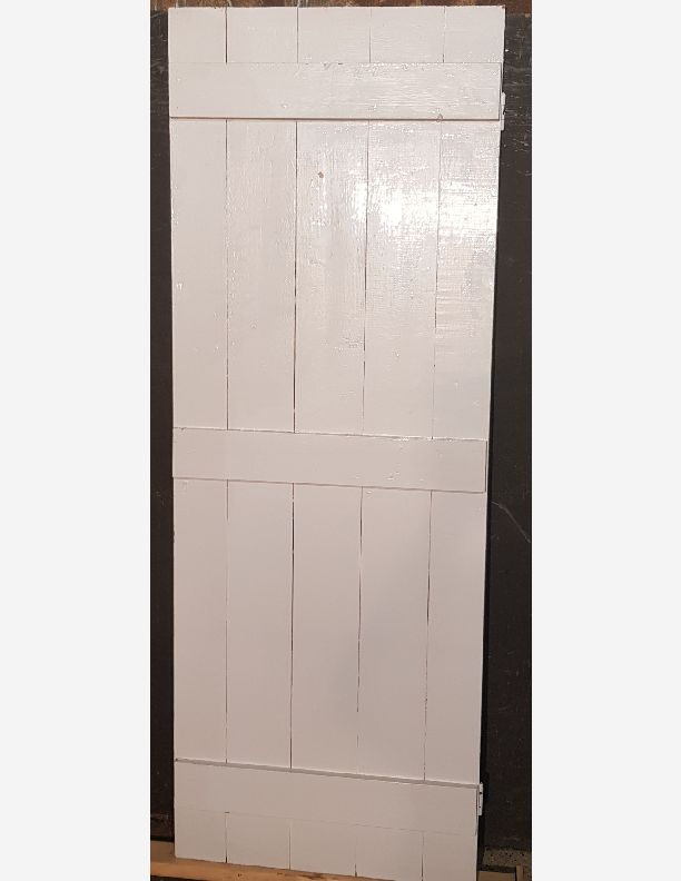 2500 - Painted brace and ledge door