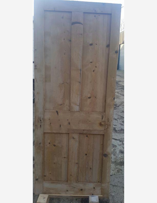 1256 - Victorian 4 panel shaker style door 31 x 76 1/4 x 1 1/4