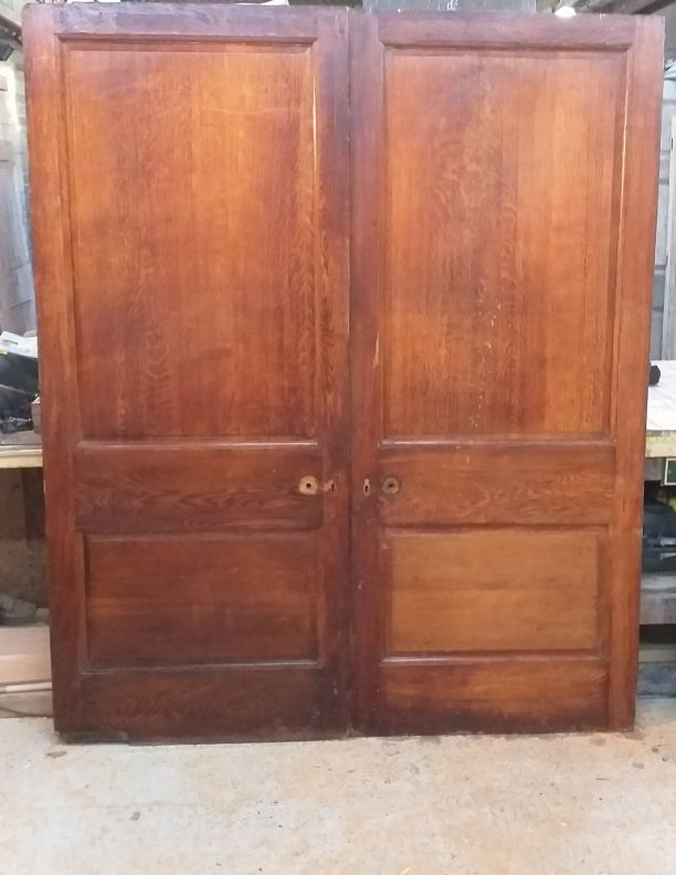 2374 - Extraordinary polished oak room dividers