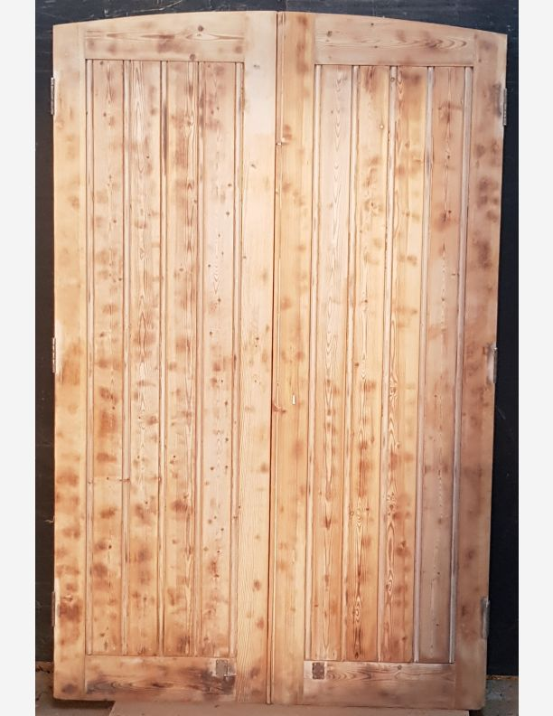 2553 - Wooden solid butt n bead plank framed braced doors